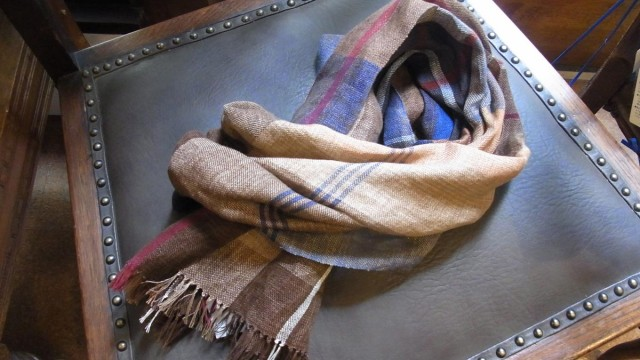 麻の手織りストール
